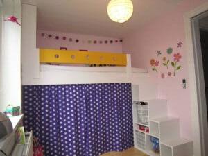 Hjemmebygget køjeseng med trappereol