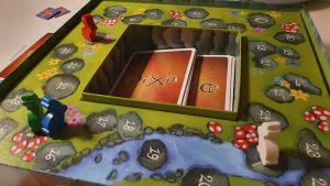Dixit - spilleplade og kasse i et
